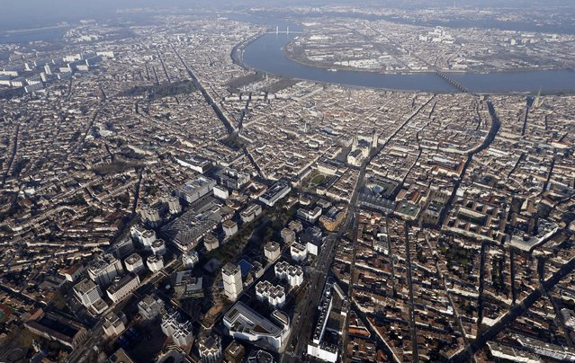 An aerial view shows the Garonne river and the Bordeaux city center, Southwestern France, February  29, 2016. (Photo by Regis Duvignau/Reuters)