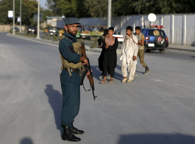 An Afghan police officer keeps watch at a checkpoint in Kabul, Afghanistan August 17, 2015. Armed men kidnapped a foreign aid worker, believed to be German, in downtown Kabul on Monday, the latest in a spate of attacks on foreign targets at a time of declining security in the Afghan capital. (Photo by Omar Sobhani/Reuters)