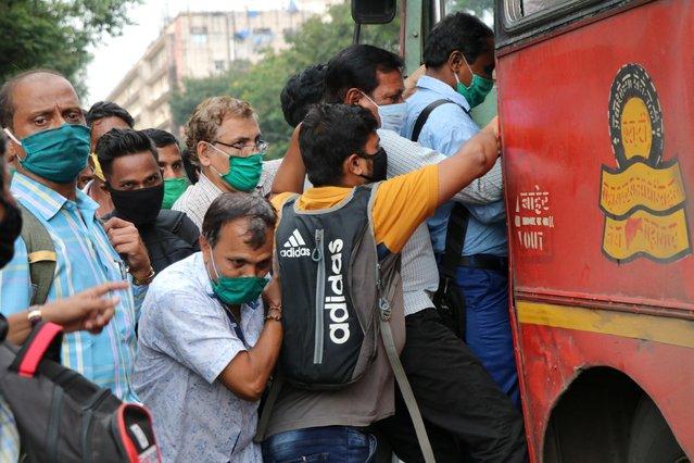People board a passenger bus during rush hour at a bus terminal, amidst the coronavirus disease (COVID-19) outbreak, in Mumbai, India, September 9, 2020. (Photo by Niharika Kulkarni/Reuters)