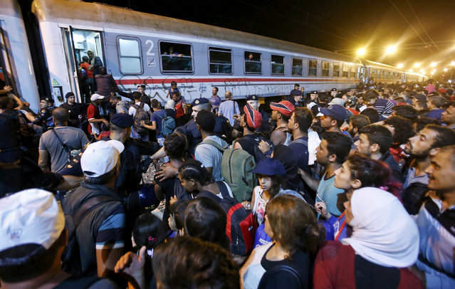 Migrants try to enter a train at a train station in Tovarnik, Croatia, September 18, 2015. (Photo by Antonio Bronic/Reuters)