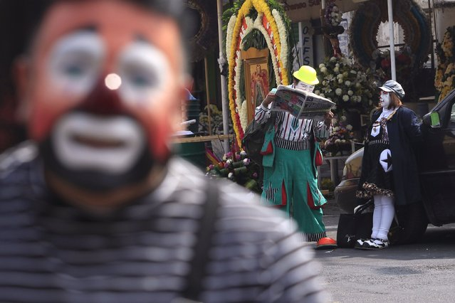 A clown reads the paper before taking part in the annual pilgrimage to the Basilica of Our Lady Guadalupe to pay homage to the Virgin of Guadalupe in Mexico City December 16, 2014. (Photo by Carlos Jasso/Reuters)