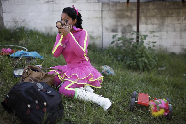 Juggler Rosita Salvadorena prepares to participate in a parade to celebrate the circus performer's day in San Salvador December 16, 2014. (Photo by Jose Cabezas/Reuters)