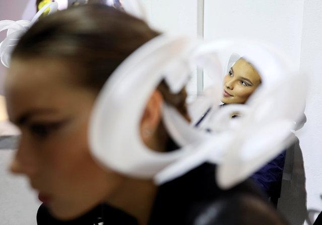Models wait backstage during Ukrainian Fashion Week in Kiev, Ukraine, October 12, 2016. (Photo by Gleb Garanich/Reuters)