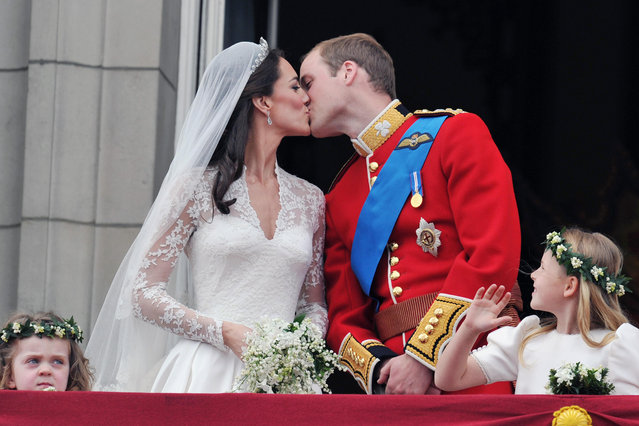 Britain's Prince William and his wife Catherine, Duchess of Cambridge kiss on the balcony of Buckingham Palace, following their wedding at Westminster Abbey in London, April 29, 2011. (Photo by John Stillwell/Reuters/Pool)