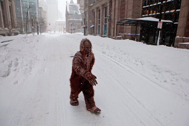 "A person dressed as ""bigfoot"" makes their way through the strong wind and snow in the Back Bay neighborhood during a blizzard on January 27, 2015 in Boston, Massachusetts. (Photo by Kayana Szymczak/Getty Images)"