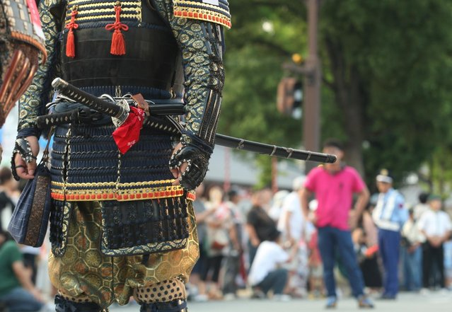 A man dressed in Samurai costume and sword march during the annual Himeji Castle Festival on August 3, 2013 in Himeji, Japan. The parade of Castle Queens is part of the traditional matsuri festival around the UNESCO world heritage Himeji Castle. (Photo by Buddhika Weerasinghe/Getty Images)