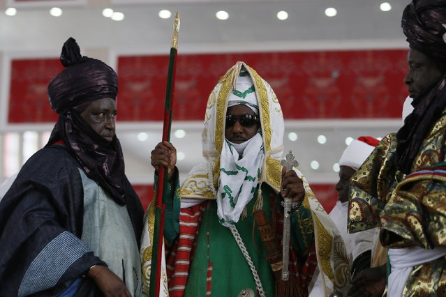 New Emir of Kano Muhamadu Sanusi II (C) holds a silver sword and a staff during his coronation in Kano, Kano State, February 7, 2015. (Photo by Afolabi Sotunde/Reuters)