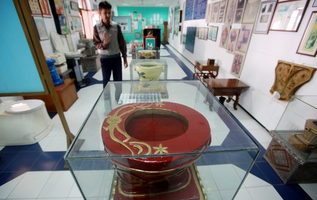 A model of an ornamental toilet commode is displayed at the Sulabh international toilet museum in New Delhi, India, 19 November 2013. (Photo by Money Sharma/EPA)