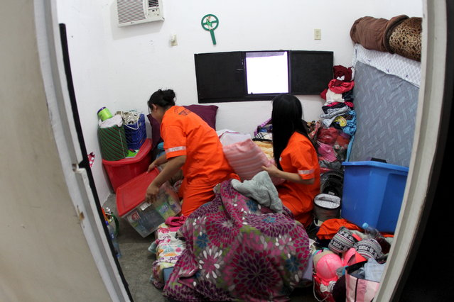 Inmates cleaning a cell after a riot at the Topo Chico prison in Monterrey, Mexico February 13, 2016. (Photo by Reuters/State Government of Nuevo Leon)