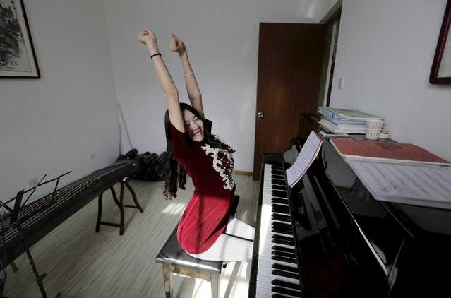 Online hostess Xianggong relaxes after learning to play the piano at a training center in Beijing, February 12, 2015. (Photo by Jason Lee/Reuters)
