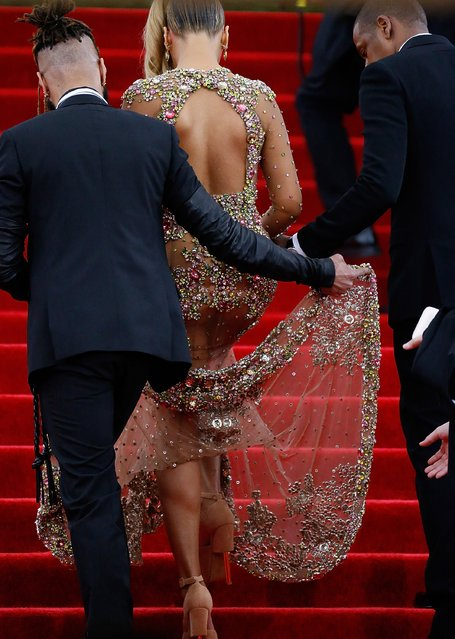 """Jay -Z and Beyonce  attend """"China: Through The Looking Glass"""" Costume Institute Benefit Gala  at Metropolitan Museum of Art on May 4, 2015 in New York City. (Photo by John Lamparski/Getty Images)"""