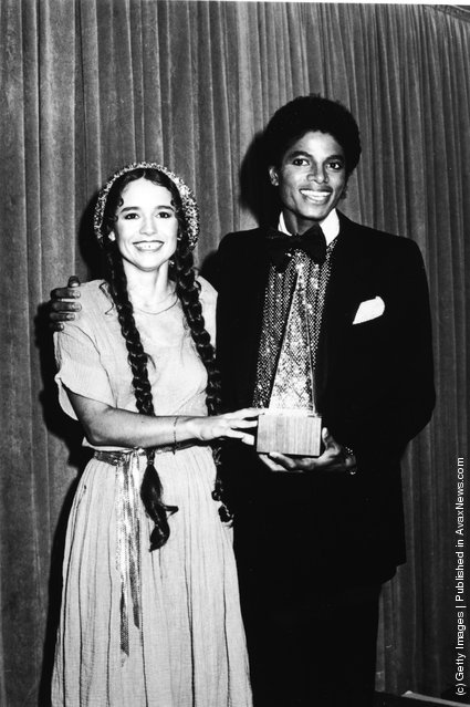 American pop singers Nicolette Larson and Michael Jackson present the award for Favorite Pop/Rock Band, Duo, or Group at the American Music Awards, January 1980. The award went to the Bee Gees