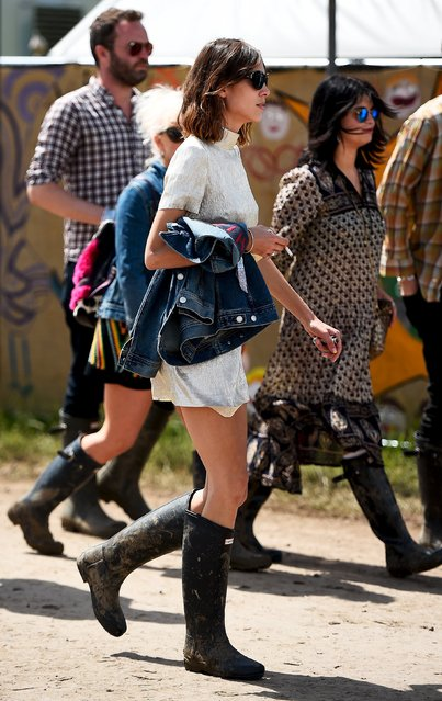 Alexa Chung walks through Worthy Farm in Somerset during the Glastonbury Festival in Britain, June 27, 2015. (Photo by Dylan Martinez/Reuters)