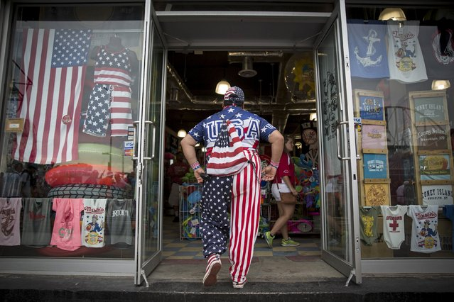 A man enters a store in Coney Island on the 4th of July holiday in Coney Island in the borough of Brooklyn, New York July 4, 2015. (Photo by Andrew Kelly/Reuters)