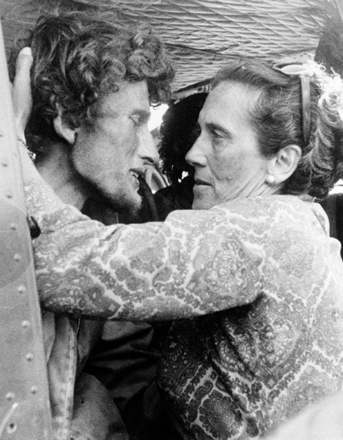 Roy Harley, one of the survivors of the Uruguayan plane that crashed into the Andes in Chile, is embraced by his mother moments after his rescue in the mountains, December 23, 1972. (Photo by AP Photo)