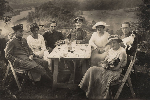 German Air Force Officers and friends have a picnic in this 1918 handout picture. This picture is part of a previously unpublished set of World War One (WWI) images from a private collection. The pictures offer an unusual view of varied and contrasting aspects of the conflict, from high tech artillery to mobile pigeon lofts, and from officers partying in their headquarters to the grim reality of life and death in the trenches. The year 2014 marks the centenary of the start of the war. (Photo by Reuters/Archive of Modern Conflict London)
