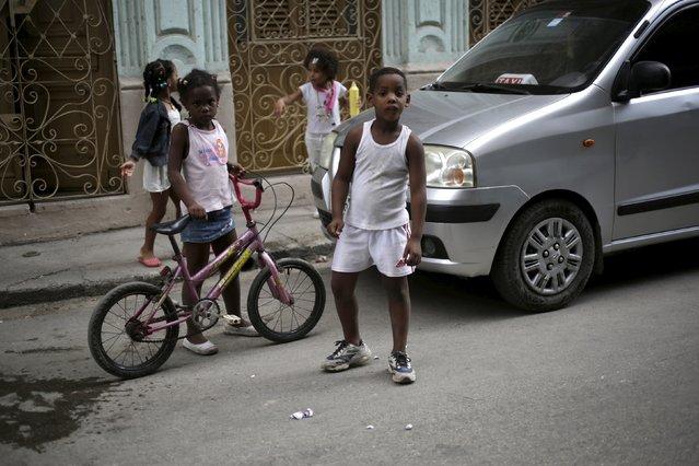 Children play on a street in Havana April 10, 2015. (Photo by Enrique De La Osa/Reuters)