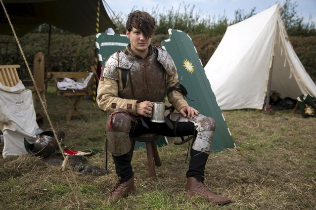 A historical re-enactor poses for a portrait during an anniversary event for the Battle of Bosworth near Market Bosworth in central Britain August 23, 2015. (Photo by Neil Hall/Reuters)
