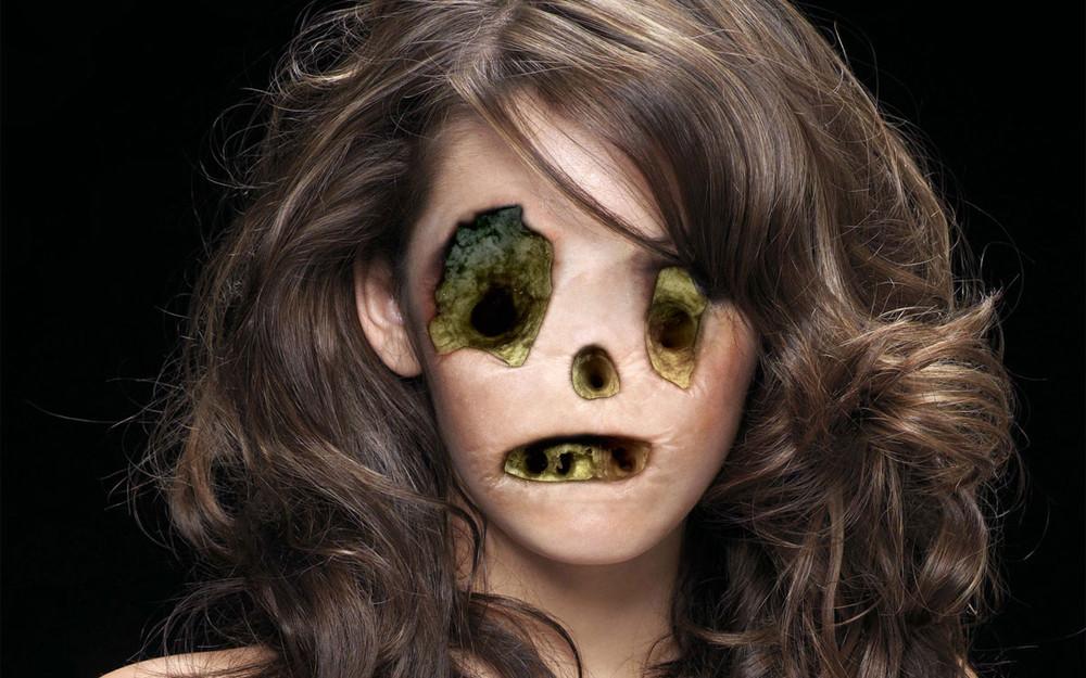 Frightening Photoshop by Sebastian Niedlich