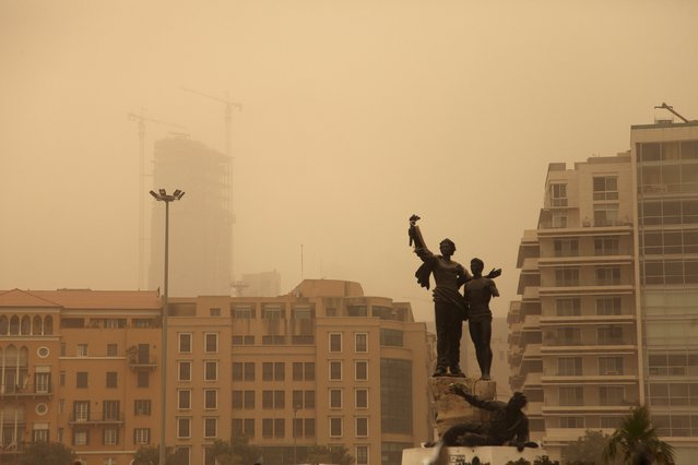 A statue is pictured during a sandstorm in Martyrs' Square in downtown Beirut, Lebanon September 8, 2015. (Photo by Alia Haju/Reuters)