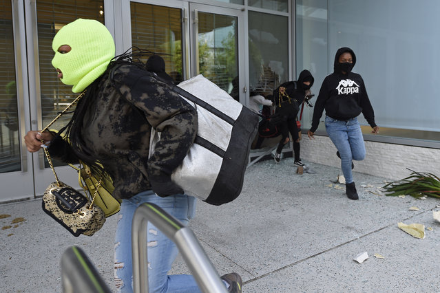 Looters exit the Neiman Marcus store in downtown Walnut Creek, Calif., on Sunday, May 31, 2020. (Photo by Jose Carlos Fajardo/Bay Area News Group)
