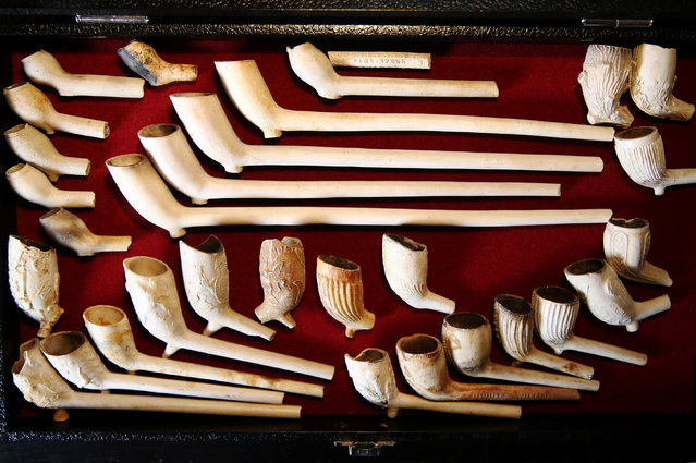 Pipes dating from 1580 to 1900 which have been excavated from the River Thames by mudlark Jason Sandy are displayed at his home in London, Britain June 01, 2016. (Photo by Neil Hall/Reuters)