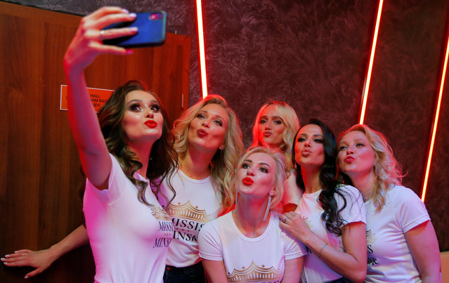 Belarusian women take a selfie as they take part in the Mrs and Miss Minsk city pageant, amid the coronavirus disease (COVID-19) outbreak in Minsk, Belarus on June 26, 2020. (Photo by Vasily Fedosenko/Reuters)