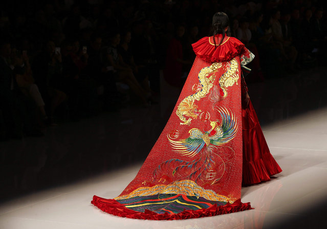 A model presents a creation from the NE-TIGER Haute Couture Collection during the Mercedes-Benz China Fashion Week at the Beijing Hotel, in Beijing, China, 25 October 2015. The event runs from 25 October to 02 November. (Photo by Rolex Dela Pena/EPA)