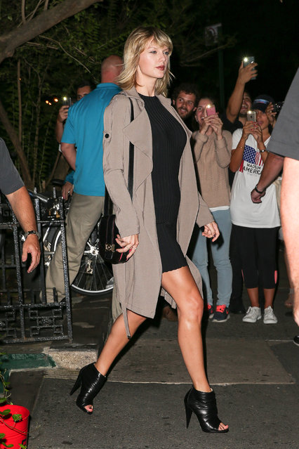 Taylor Swift in a LBD followed by Cara Delevingne attends dinner with Suki Waterhouse, Lorde, and James Lowe at The Waverly Inn Restaurant in West Village on September 27, 2016 in New York, NY. (Photo by Felipe Ramales/Splash News)