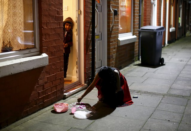 A girl does rangoli art during Diwali celebrations in Leicester, Britain November 11, 2015. (Photo by Darren Staples/Reuters)