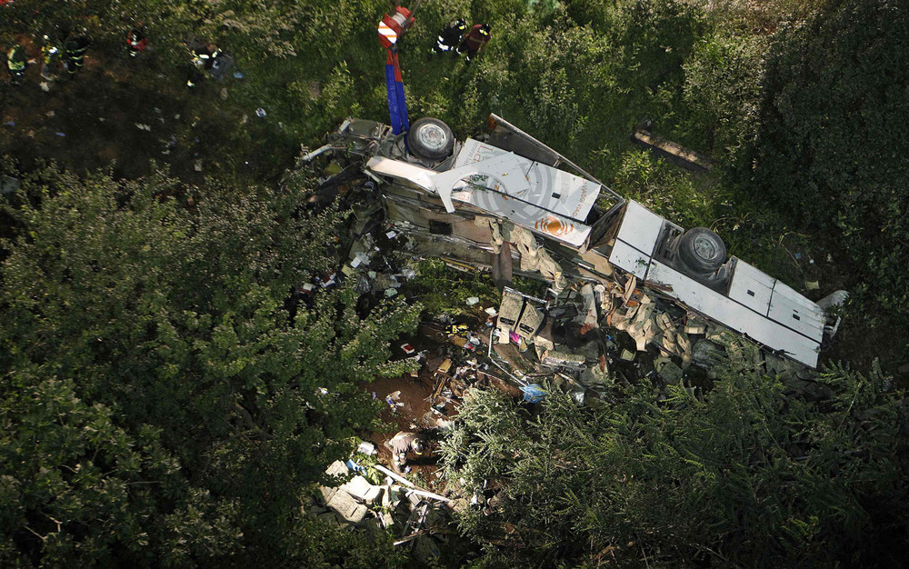 Italian Bus Plunges off Viaduct, 38 People Killed