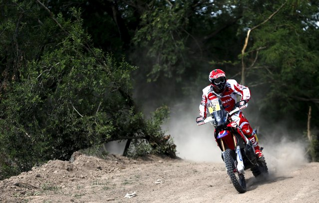 Paulo Goncalves of Portugal rides his Honda during the Buenos Aires-Rosario prologue stage of Dakar Rally 2016 in Arrecifes, Argentina, January 2, 2016. (Photo by Marcos Brindicci/Reuters)