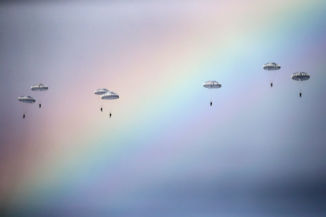 """SERBIA: Russian paratroopers jump past rainbow from an IL-76 transport plane during a joint Serbian-Russian military training exercise """"Slavic Brotherhood"""" in the town of Kovin, near Belgrade, Serbia November 7, 2016. (Photo by Marko Djurica/Reuters)"""