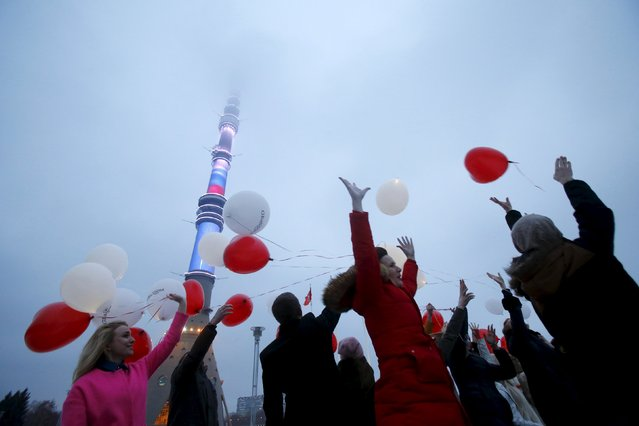 People throw balloons ahead of Valentine's Day near the Ostankino television tower in Moscow, Russia, February 13, 2016. (Photo by Maxim Shemetov/Reuters)