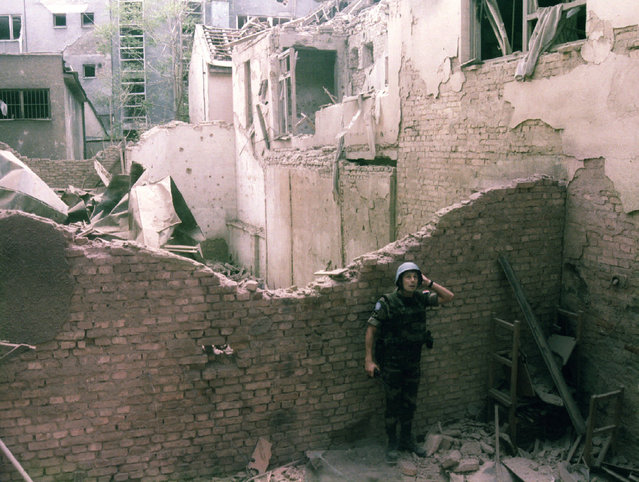A French UN soldier looks in amazement after a huge explosion rocked the center of Sarajevo, June  1995. (Photo by Reuters)