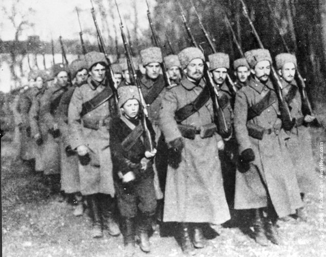 1915: A procession of voluntary Kosak soldiers