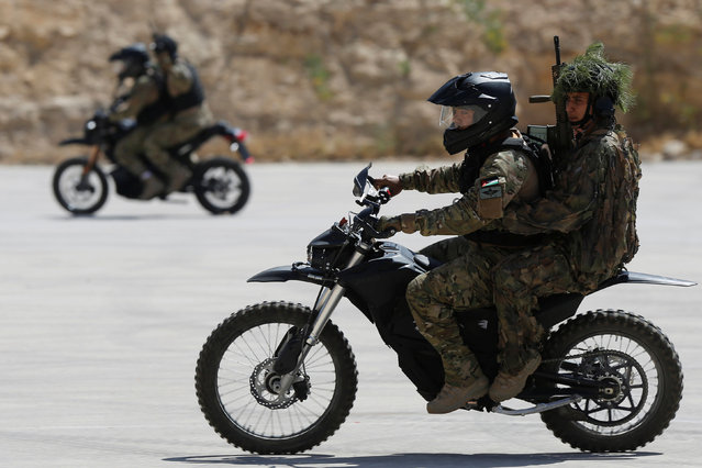Jordanian soldiers demonstrate their skills during the opening ceremony of eighth annual Warrior Competition at the King Abdullah Special Operations Training Center (KASOTC) in Amman, Jordan, May 2, 2016. (Photo by Muhammad Hamed/Reuters)