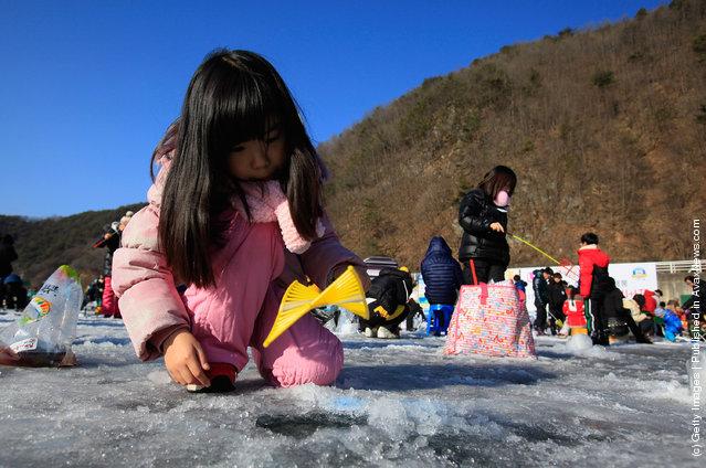 South Koreans Celebrate Ice Festival