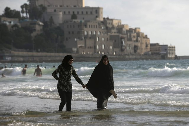 Muslim women walk along beach of the Mediterranean in Tel Aviv during Eid al-Fitr, which marks the end of the holy month of Ramadan July 19, 2015. (Photo by Baz Ratner/Reuters)