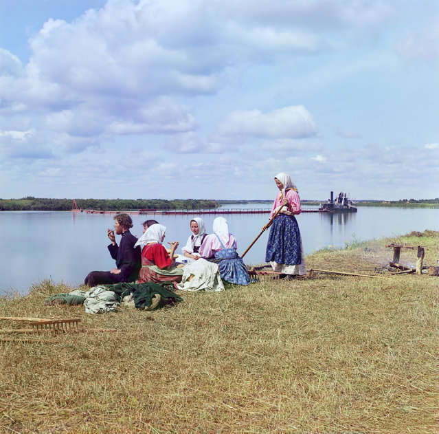Photos by Sergey Prokudin-Gorsky. Dinner during haying. Russian Empire, Novgorod province, county Cherepovets, 1909