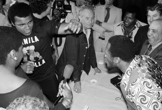 Heavyweight champion Muhammad Ali confronts challenger Joe Frazier during a news conference in New York, August 26, 1975. Ali barged into the conference causing commotion with newsmen ready to record the event. He is slated to defend his title against Frazier in Manila, October 1. (Photo by Richard Drew/AP Photo)