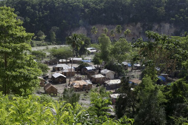 A refugee camp for Haitians returning from the Dominican Republic is seen in Tete a l'Eau, near Anse-a-Pitres, Haiti, September 5, 2015. (Photo by Andres Martinez Casares/Reuters)