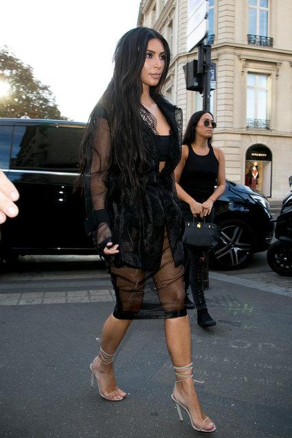 "Kim Kardashian West arrives at ""L'Avenue"" restaurant on September 28, 2016 in Paris, France.(Photo by Marc Piasecki/GC Images)"