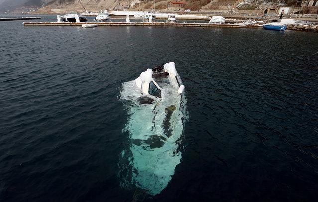 A sunk boat is seen in Bakarac, Croatia February 27, 2018. (Photo by Antonio Bronic/Reuters)