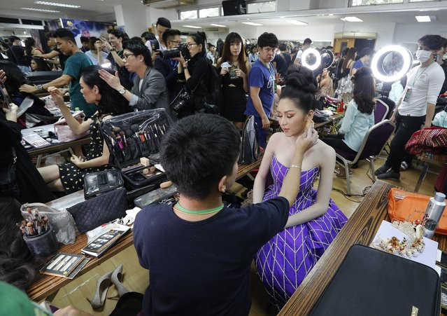 Contestant prepare backstage during the annual transgender beauty contest of Miss International Queen 2018 at Pattaya city, in Chonburi province, Thailand, 09 March 2018. Twenty-seven international contestants are participating in the annual beauty contest for transgender women which aims to promote the tourism industry in the resort city of Pattaya and create a positive image of transgender people. (Photo by Narong Sangnak/EPA/EFE)