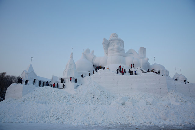 Artists and workers prepare a snow sculpture for the upcoming Harbin International Ice and Snow Sculpture Festival, in Harbin, Heilongjiang province, China, December 17, 2016. (Photo by Aly Song/Reuters)