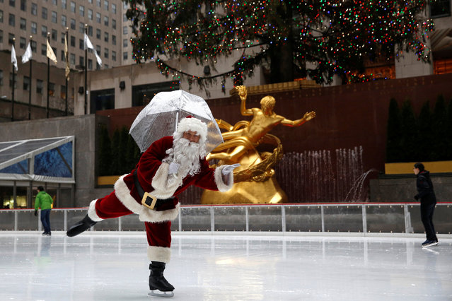 A man dressed as Santa Claus ice skates at The Rink At Rockefeller Center on Christmas Eve in Manhattan, New York City, U.S., December 24, 2016. (Photo by Andrew Kelly/Reuters)