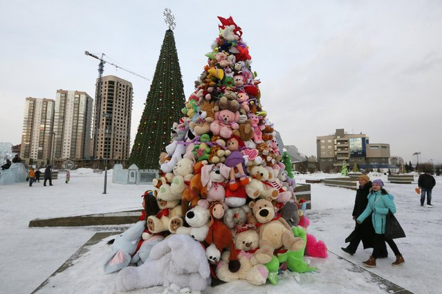 People walk past a New Year fir tree made of toys at a park in Krasnoyarsk, Siberia, Russia January 2, 2017. (Photo by Ilya Naymushin/Reuters)
