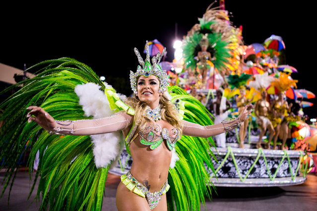 Members of Mocidade Samba School dance during their parade at 2014 Brazilian Carnival at Sapucai Sambadrome on March 03, 2014 in Rio de Janeiro, Brazil. (Photo by Buda Mendes/Getty Images)