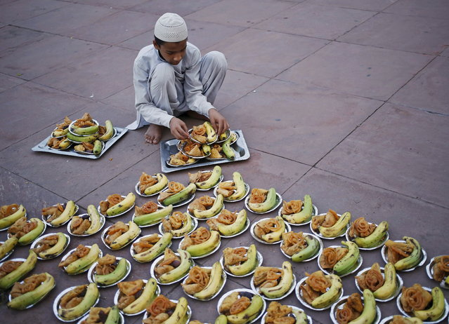 A Muslim boy prepares to distribute the Iftar (breaking of fast) meal during the holy month of Ramadan at the Jama Masjid (Grand Mosque) in the old quarters of Delhi, India, June 25, 2015. (Photo by Anindito Mukherjee/Reuters)